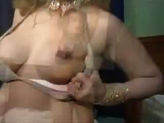 पश्तो गाने के साथ पाकिस्तानी मिजाज