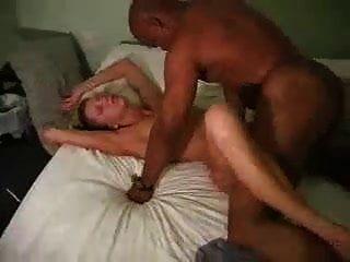 पति उसे एक मोटा कमबख्त देने के लिए एक काला आदमी चाहता था