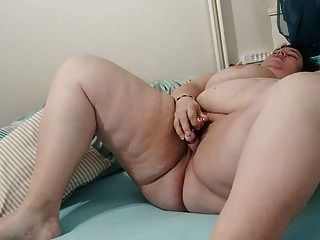 बीबीडब्ल्यू संभोग करने के लिए हस्तमैथुन करता है