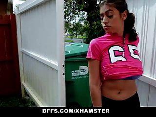 bffs सींग का बना फुटबॉल लड़कियों प्रशिक्षकों द्वारा गड़बड़ कर दिया
