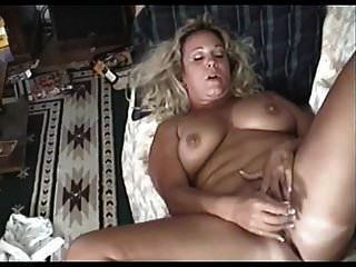 मोटा परिपक्व एक शांत संभोग करने के लिए हस्तमैथुन करता है