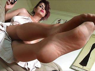 सेक्सी परिपक्व नायलॉन पैर