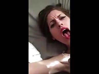 वह इस चेहरे को रोक नहीं सकती