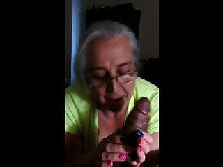 दादी को काला मुर्गा पसंद है