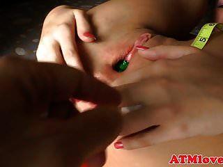 अंतरंग बेब उसे तंग गधे उंगलियों