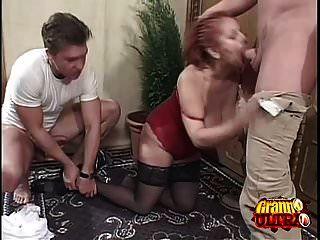 रेड इंडियन दादी दो के साथ भाग्यशाली हो जाता है!