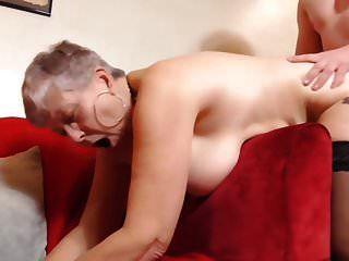 busty ब्रिटिश दादी के साथ सेक्स करने वाला लड़का