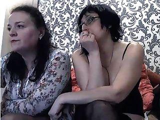 वेबकैम पर दो रूसी 48yo वेश्या ।3