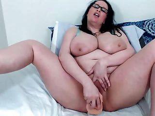 सुडौल गधे और असीम स्तन के साथ सींग का बना श्यामला milf जेन