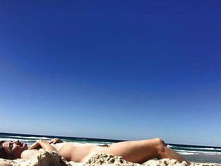 सपना औरत: बालों वाली और छोटे खाली स्तन वाले स्तन