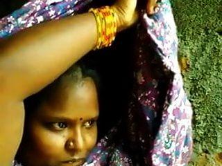 दक्षिण भारतीय तमिल लड़की BF के लिए उल्लू सेल्फी दिखाता है