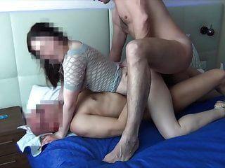रूसी hotwife चार अजनबियों द्वारा गैंगबैंग