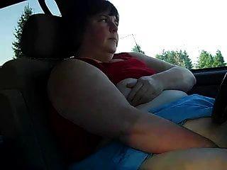 ssbbw फूहड़ उसकी कार में हस्तमैथुन करता है