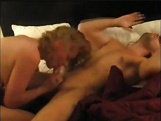 सेक्सी बस्टी मिल्फ को ऑर्गेज्म के झोंके के साथ एक लंबे सेक्स सेशन की जरूरत होती है
