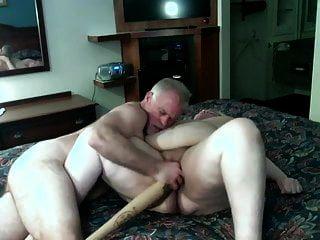 शौकिया बीबीडब्ल्यू परिपक्व एक बेसबॉल बल्ले के साथ गड़बड़ हो जाता है