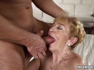 शरारती दादी अभी भी मुश्किल डिक प्यार करता है
