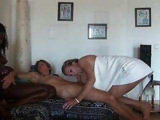 il baise sa femme de menage et sa cop