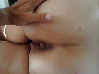 मेरी बीवी की सुबह गांड की मालिश बट के छेद से होती है
