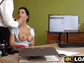युवा hotties बड़े स्तन जिगल जबकि वह पैसे के लिए गड़बड़ है