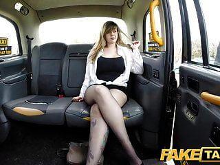 नकली टैक्सी में चलने वाले यात्री अच्छा तैसा छड़ी और सवारी करते हैं