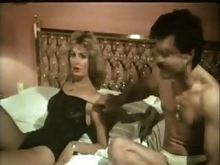 जून मैडचेन हेइसे कोरपर (1985)