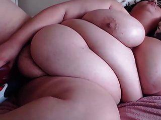 भारी स्तन के साथ बालों वाली बीबीडब्ल्यू आकर्षक संभोग सुख हो जाता है