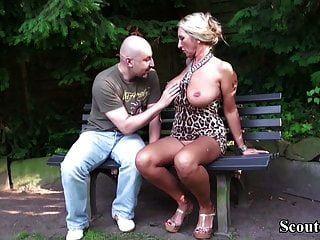 जर्मन बड़े स्तन एमआईएलए अजनबी पार्क में बकवास करने के लिए