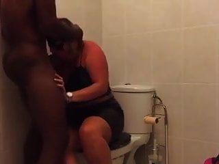 मोटी पत्नी बीबीसी द्वारा पुन: प्राप्त की जाती है