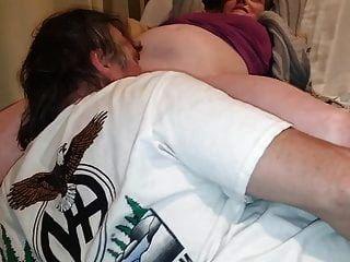 टैमी उसे गीला सूजन बिल्ली बेकार है जब तक वह cums