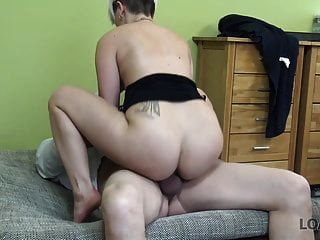 loan4k। स्मार्ट लड़की उसके साथ सेक्स के लिए भुगतान करता है ...