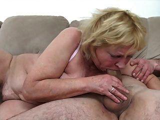 छोटे प्रेमी के साथ 60+ नानी की चुदाई
