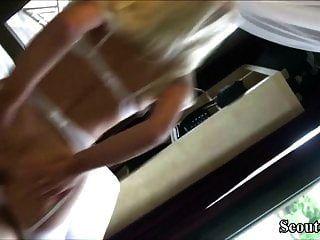 जर्मन पूर्व प्रेमिका सफेद अधोवस्त्र में असली sextape