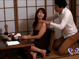 जापानी गाल के लिए मालिश बहुत दूर जाती है