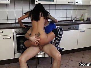 18yo जर्मन किशोर स्टेला चालान का भुगतान करने के लिए कार्यकर्ता को बकवास करते हैं