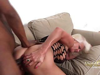 दादी बनाम काला मुर्गा