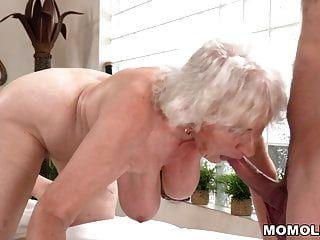 पुराने माँ आदर्श मालिश के बाद सेक्स आनंद मिलता है