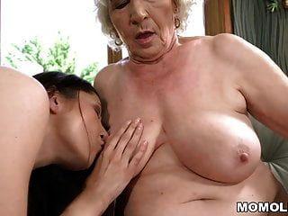 बूढ़ी औरत आदर्श और उसकी छोटी समलैंगिक दोस्त