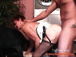 दादी fucks लड़का जबकि पिताजी देखता है