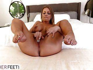 सेक्सी पड़ोसी अगले दरवाजे चाहता है उसके पैर चूसा और गड़बड़