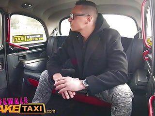 महिला नकली टैक्सी ऊब busty ड्राइवर गर्म टैक्सी के लिए किराया किराया