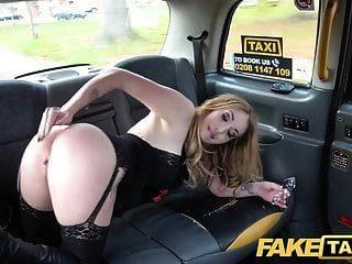 नकली टैक्सी बट प्लग और मुर्गा खिंचाव हॉट बेब वैलेरी लोमड़ी