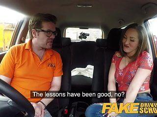 नकली ड्राइविंग स्कूल बड़े स्तन स्पेनिश शिक्षार्थी चूसने प्यार करता है