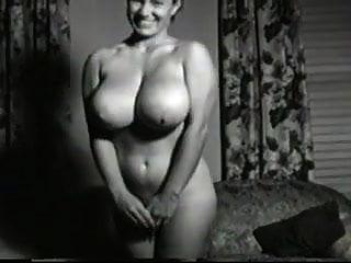 1950 के दशक की बड़ी उल्लसित पत्नी