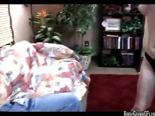 शौकिया युगल घर वीडियो पर पहली बार अजीब हो