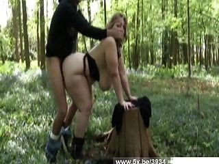 एक जंगल में बड़ी महिला सोफिया