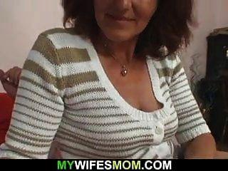 पत्नी छोड़ देती है और माँ ससुराल जाती है