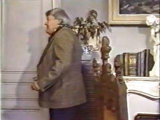 लेस फिमेल प्रोनेंट लेस ग्रोस (1982)
