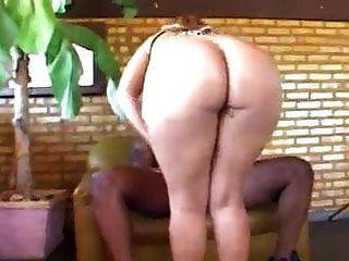 ब्राज़ीलियाई गोरा गड़बड़ काले गुदा
