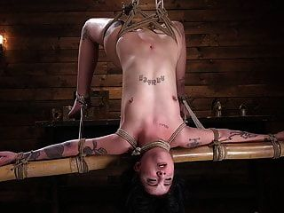 बड़े लूट टैटू बेब पीड़ा और सह के लिए बनाया है