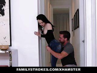 familystrokes पिताजी खिचड़ी भाषा में अपने सौतेले बेटे और बेटी को देख सकते हैं
